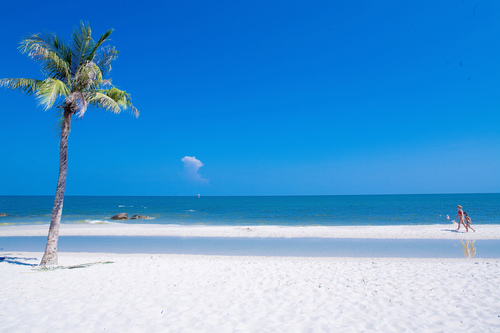 Hua-Hin-Beach1.jpg